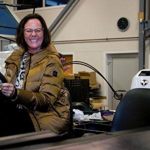 """Britt Kristiansen, Slevik Elektriske / Elon vant en Riverboat i hovelotteriet 2020. Les ev artikkelen om """"Mimmi"""" og """"Poppo"""" på side 54-55 i Gressvikingen 2020."""