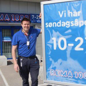 MERK - Rema 1000 Nordkilen 1. På bildet ser du Leif-Erik Andersen
